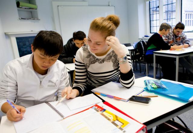 Giao tiếp tiếng Hàn cơ bản - chủ đề lớp học