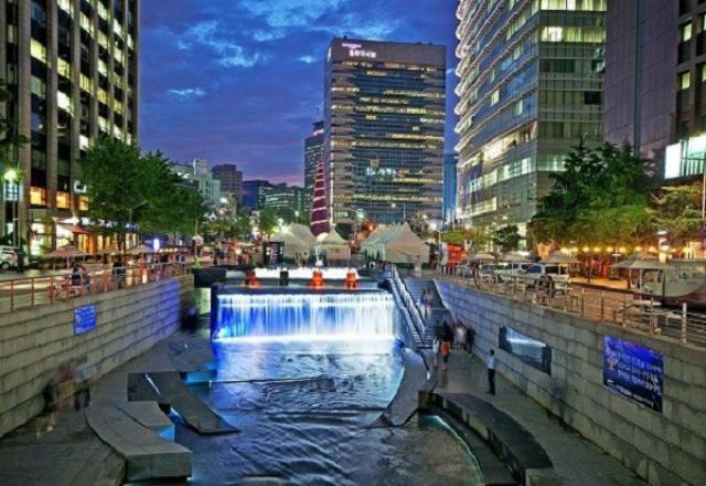 Khám phá câu chuyện về suối Cheonggyecheon – Lá phổi xanh của Seoul